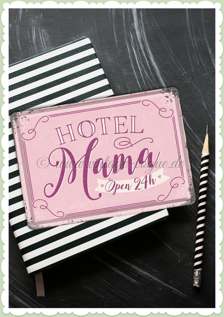 "Nostalgic Art Retro Pin Up Blechpostkarte ""Hotel Mama"""
