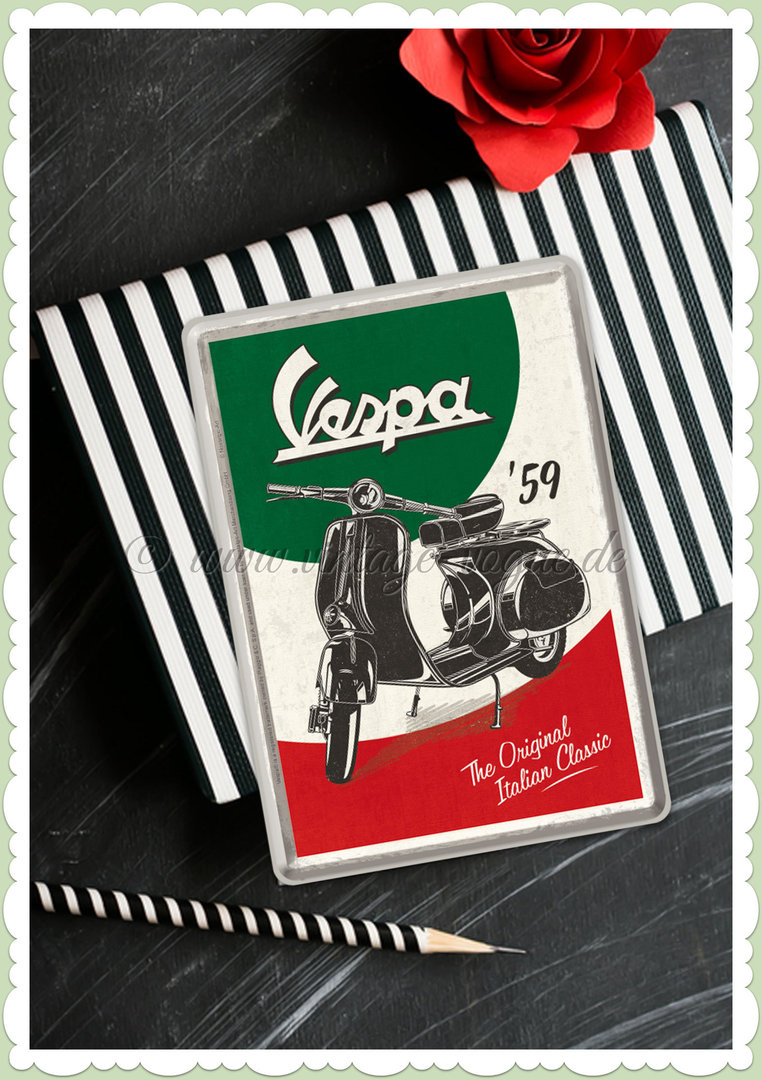 "Nostalgic Art Retro Pin Up Blechpostkarte ""Vespa - The Italian Classic"""